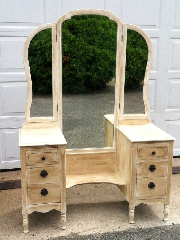 Best Stunning Antique Vanity This Graceful Beauty With Its Magnificent Tri Fold Mirror Will Add 400 x 300