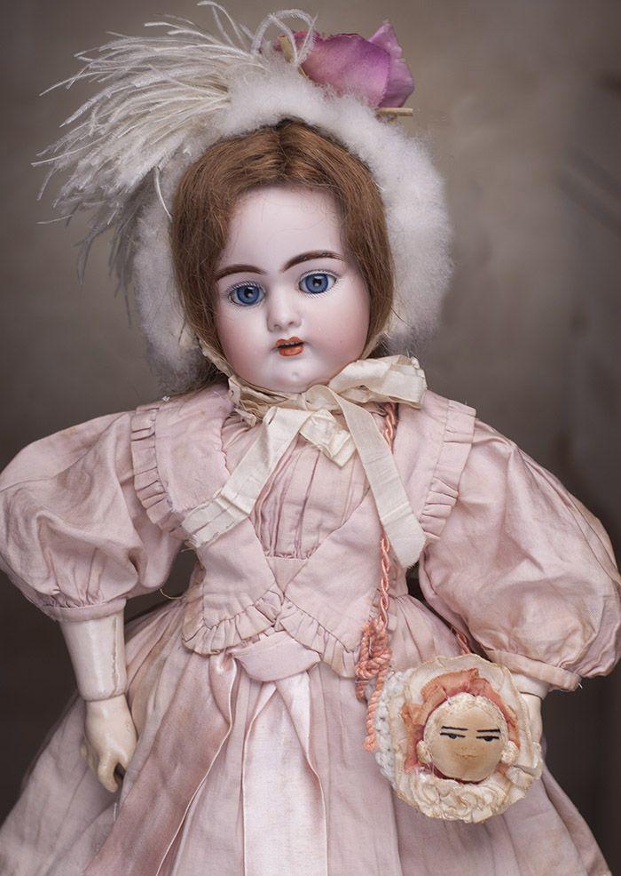 Очень красивая голубоглазая кукла Simon&Halbig 1079 DEP для французского рынка, 50 см высотой, 1890-е годы. - на сайте антикварных кукол.