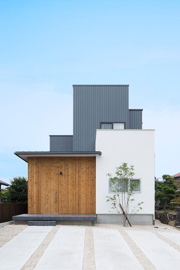 白色と黒色と木の外観の家 間取り 愛知県小牧市 注文住宅なら