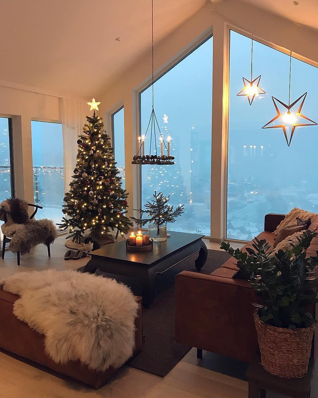 Zimmer mit Aussicht  .  @husefjell .   Unser Adventskalender auf Facebook: tägl #julepyntinspiration