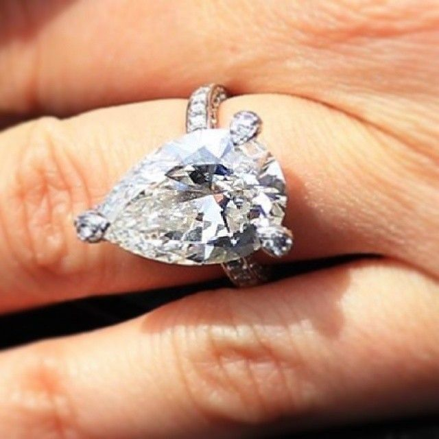 Bensimondiamonds S Photo Holly Valance Pear Shaped Diamond Engagement Ring Is Thought To