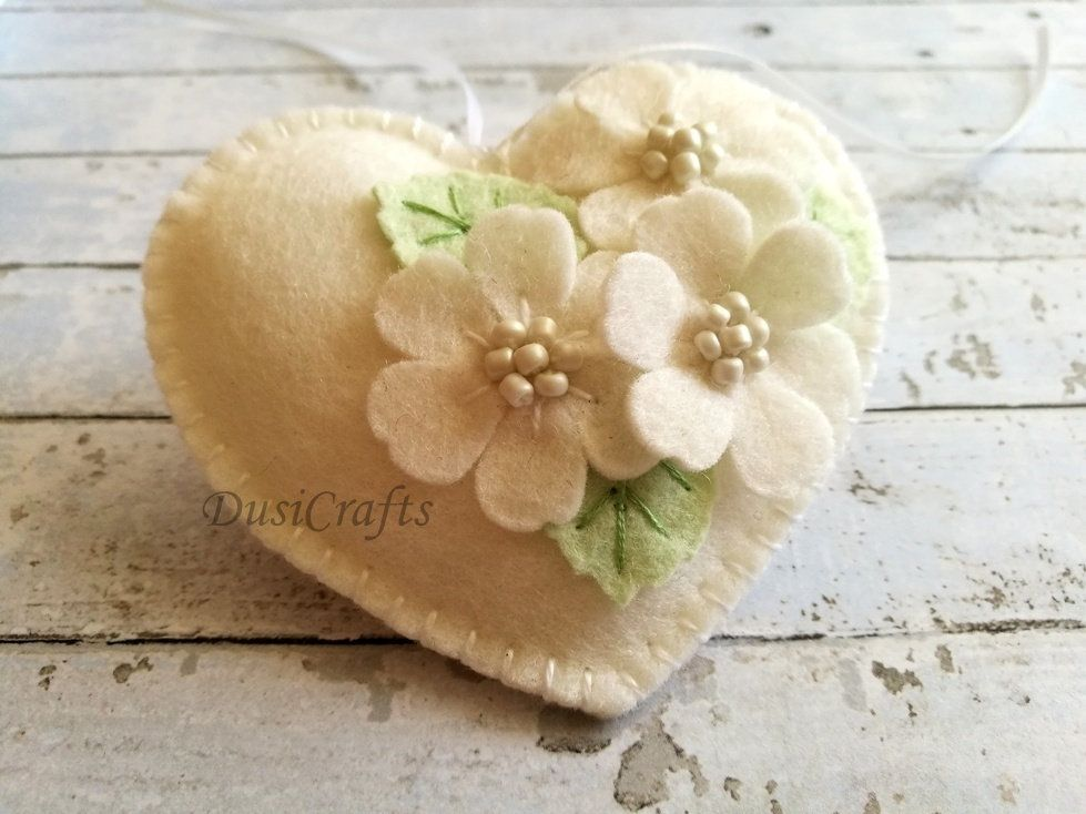 Pastel pink Wedding Favors, White Floral Heart ornament, Wedding day decor, Small Wedding gift, Felt White Heart ornament