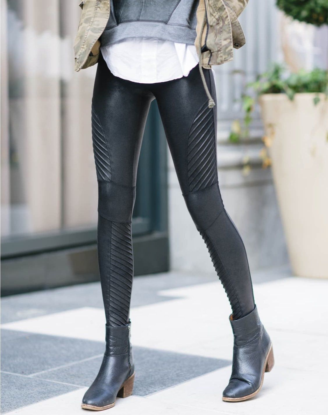 Spanx faux leather black moto leggings. Size small. These have a ...