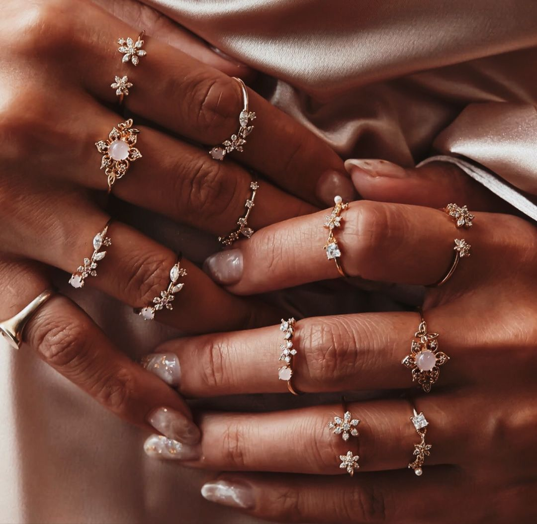 𝓼𝓮𝓻𝓮𝓷𝓭𝓲𝓹𝓲𝓽𝔂 ♡   Engagement nails, Classy acrylic nails