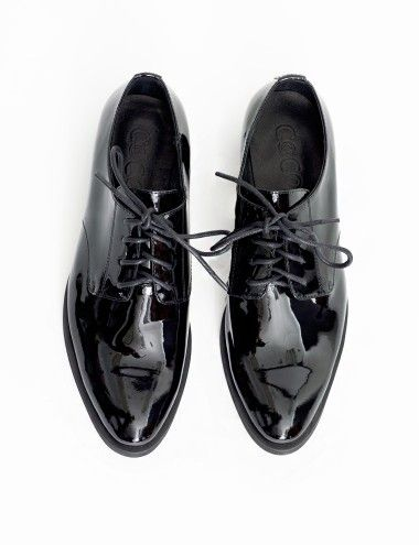 Essential black patent lace-up brogues featuring a pointy toecap and a small heel. Fully lined, cushioned insole. Runs true to size.   *100% leather upper *1.25