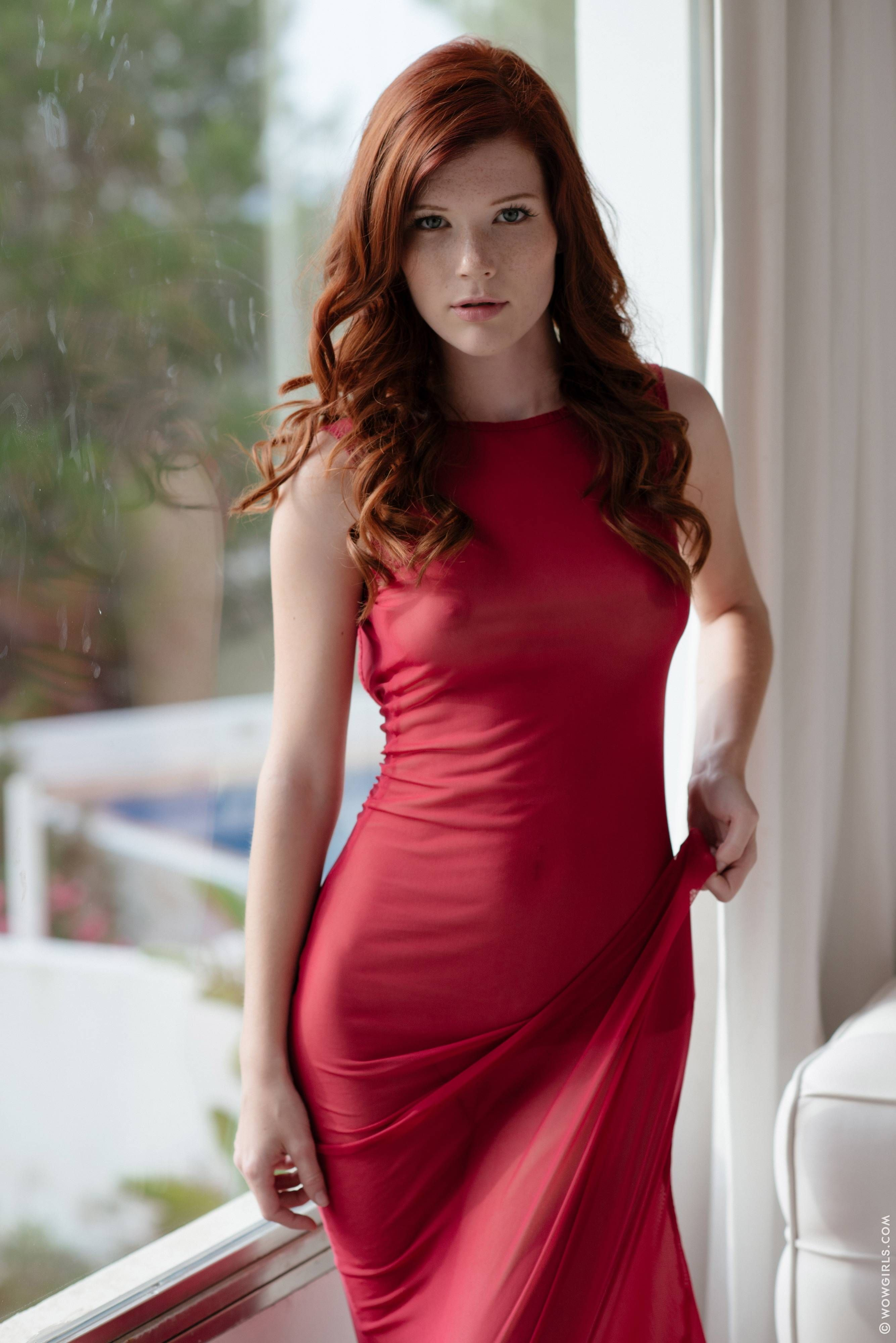 Mia sollis red dress