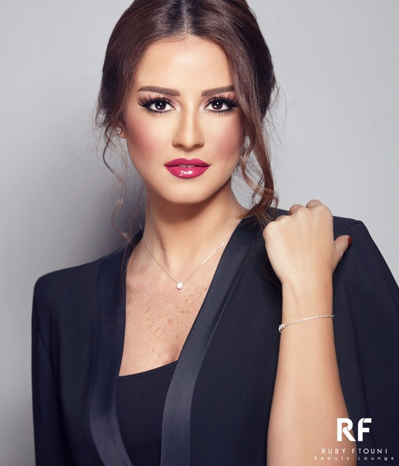 Another Glam Look On The Beautiful Tv Presenter Rasha Khatib Tv Presenters Beautiful Glam