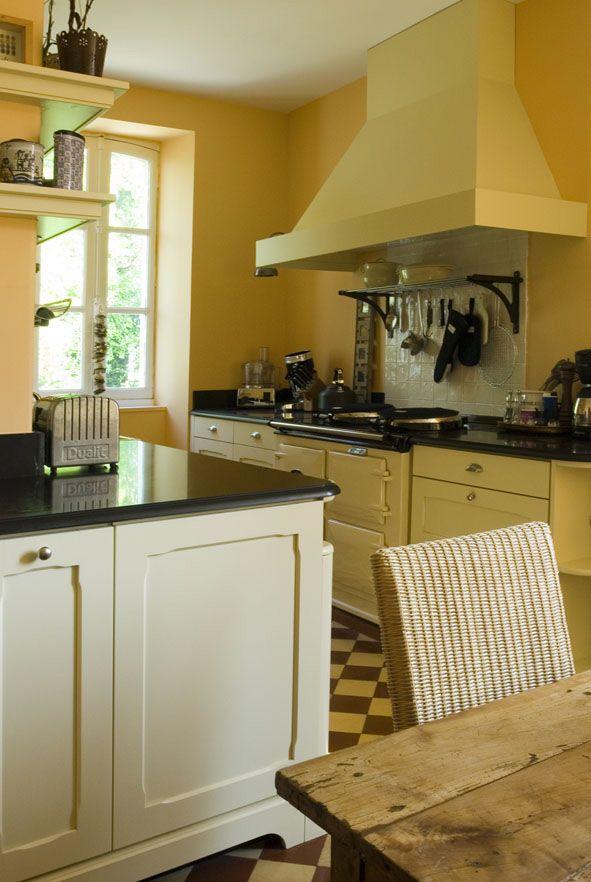 atmosph re conviviale pour cuisine authentique cottage aga hotte comptoir granit table. Black Bedroom Furniture Sets. Home Design Ideas