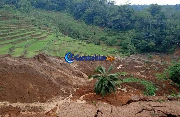 Bencana Longsor Di Singajaya Garut 9 Rumah Dalam Keadaan Terancam Pedesaan Tanah Alam