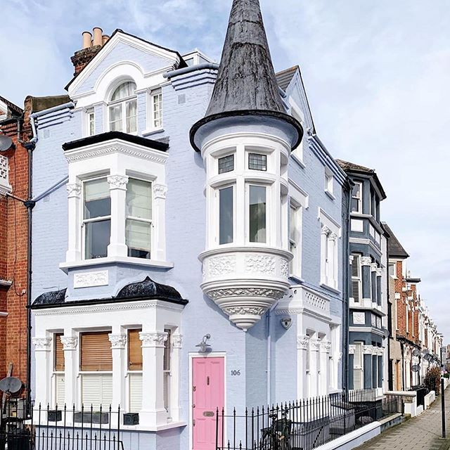 London or a fairytale? 🧚🏻♀️😍 Gorgeous picture by @londonispink #housegoals #clapham #prettylittlelondon    #Regram via @www.instagram.com/p/B9CBG0oAE0W/