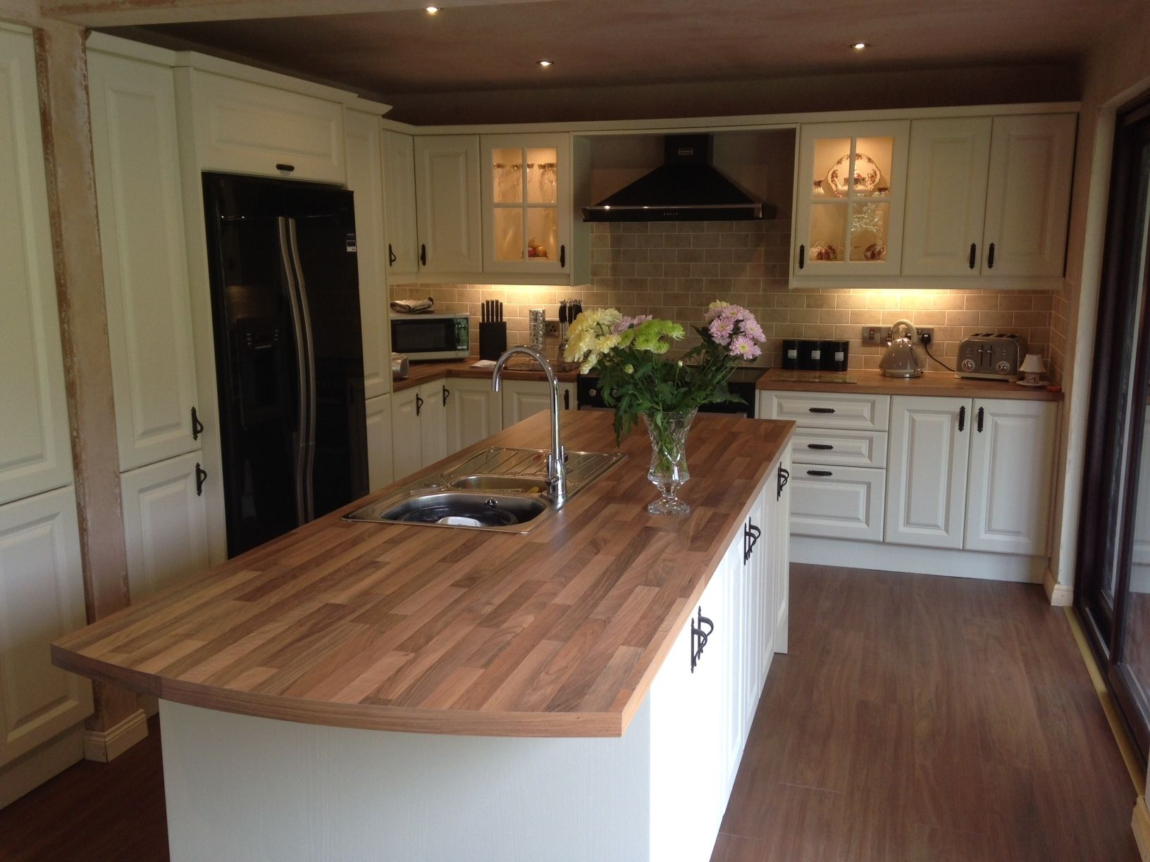 Kitchens Direct NI Customer Kitchen July 2014 With Rangemaster Cooker And Pyramid Extractor Flooring Is