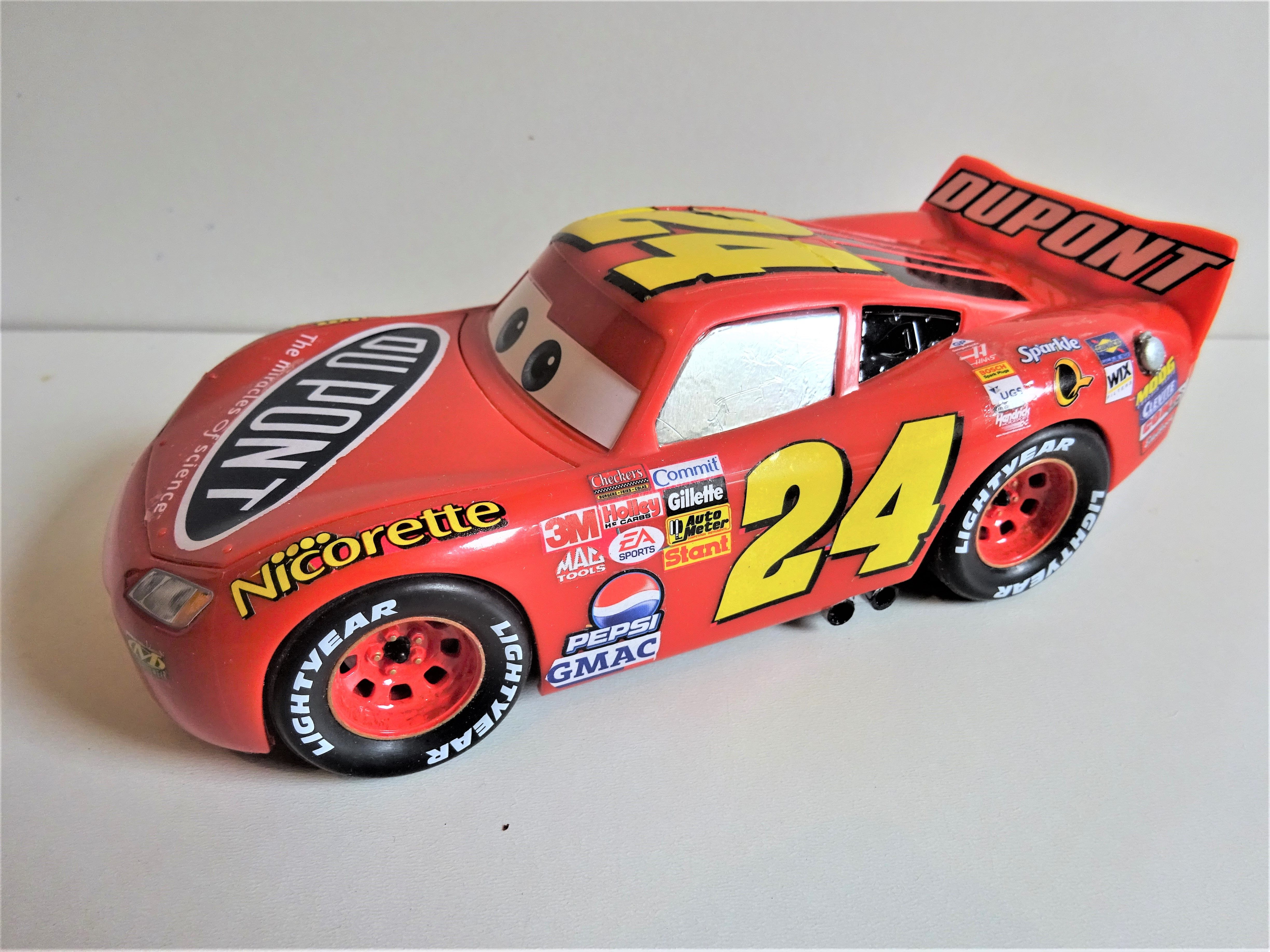 Revell Lightning Mcqueen Built Box Stock But Instead Of Using The Kit Stickers Or Decals I Found A Nascar Kit With A Scale Models Cars Car Model Diecast Cars [ 3672 x 4896 Pixel ]