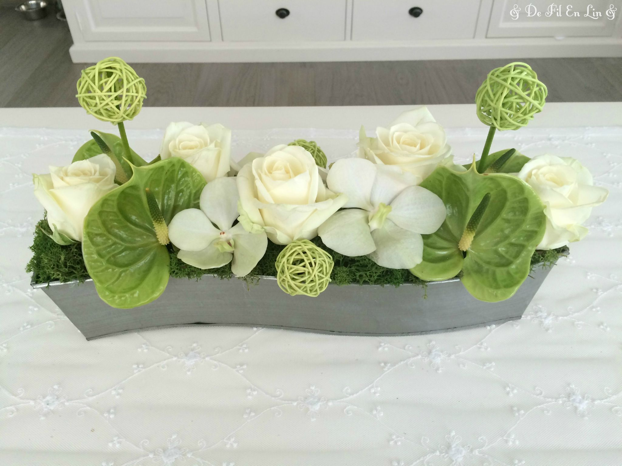 Dfel compo florale roses avalanche anthurium vert for Achat de decoration