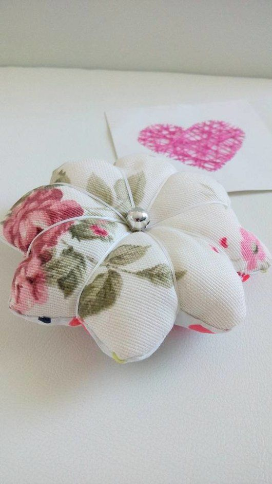 let's see how to sew this pretty pincushion.