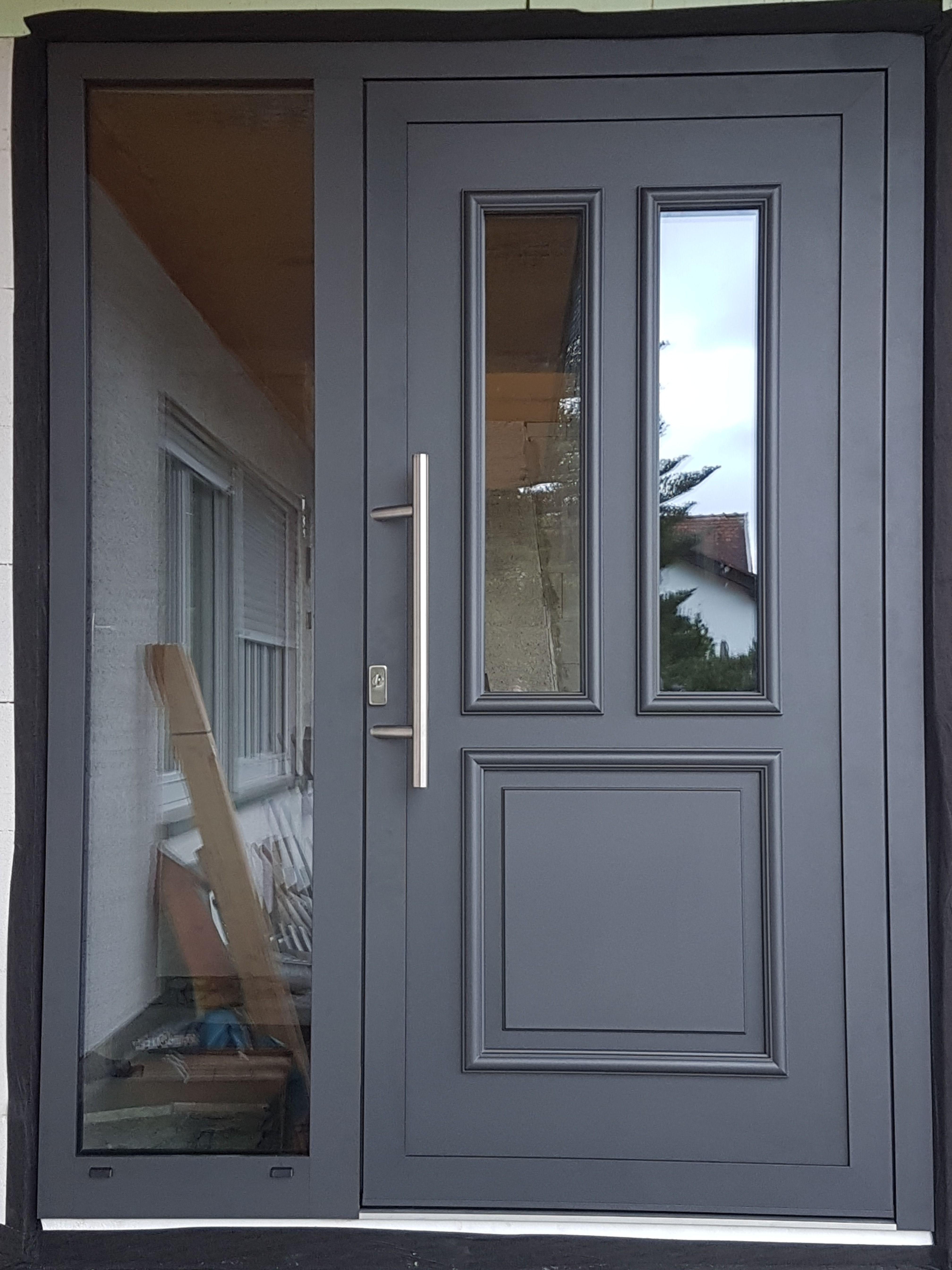 Klassische Haustür in Anthrazit Eisenglimmer aus Aluminium