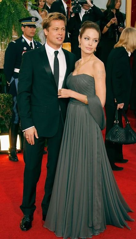 Fooled You Angelina Jolie And Brad Pitt Were Married Long Before Their Wedding Day Angelina Jolie Red Carpet Angelina Jolie Photos Golden Globes Dresses