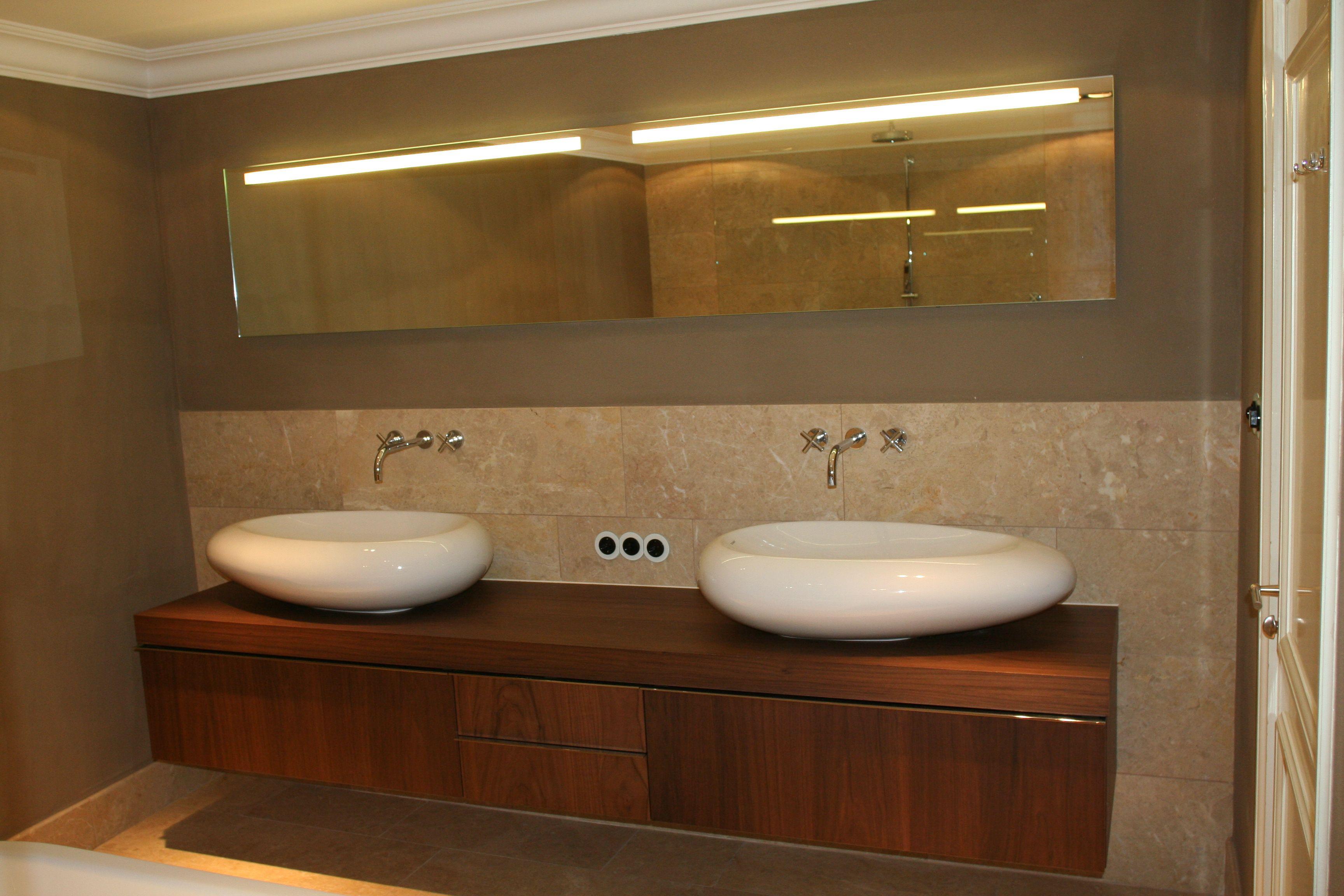 Inloopdouche Met Opzetwastafel : Badkamer van natuursteen met inloopdouche en vrijstaand bad