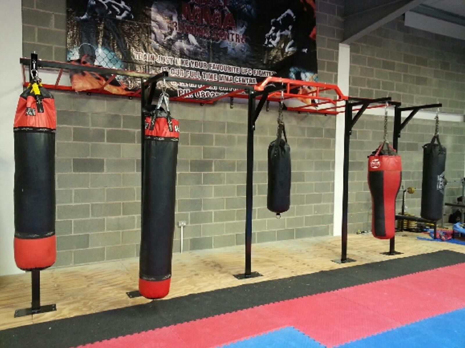 Wall mounted rig,x2 squat stands x5 boxing brackets,pull ...