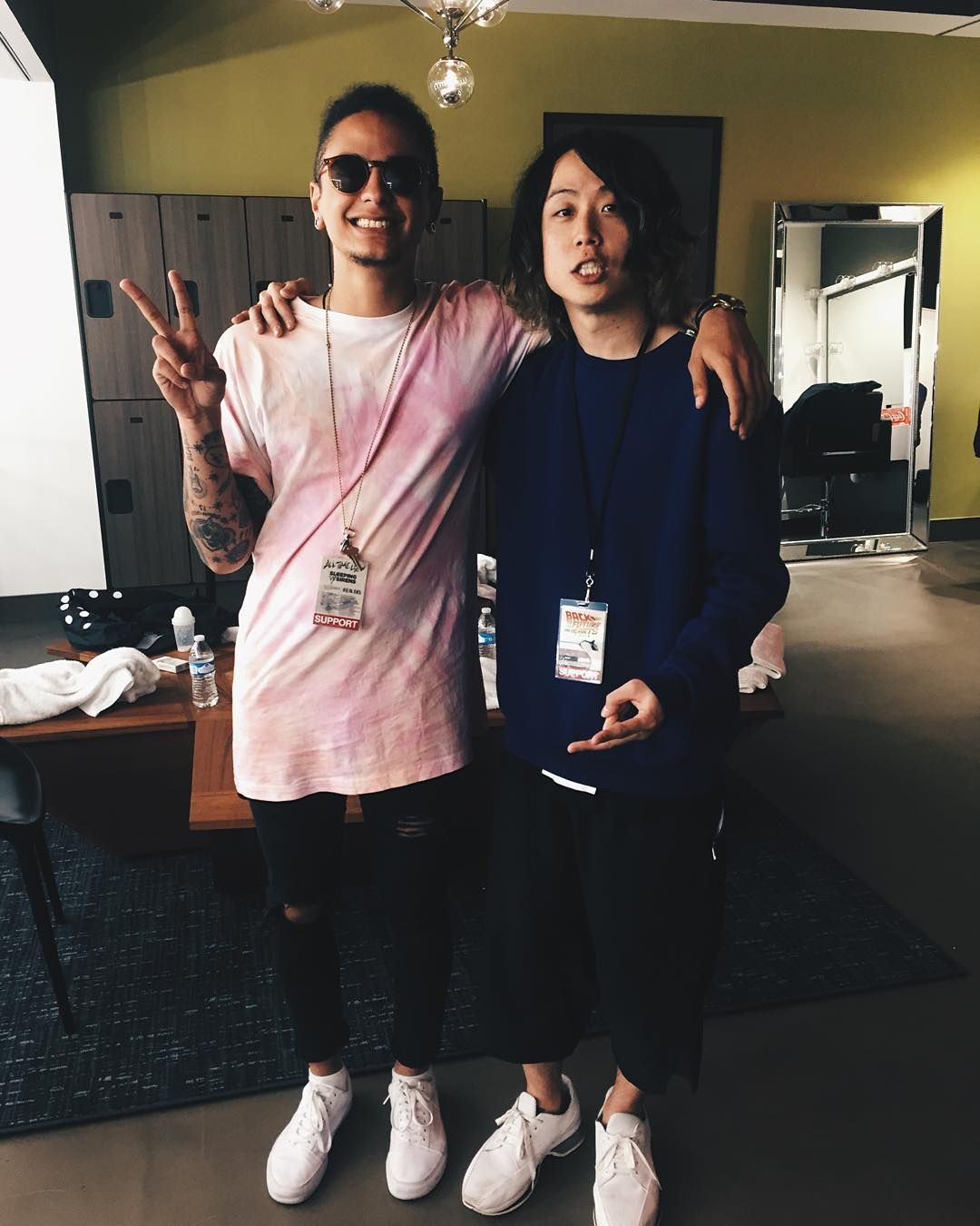 「Having such a great time on tour with one of my new best friends @tomo_10969 ✌️❤️✌❤️ : @mrnew」