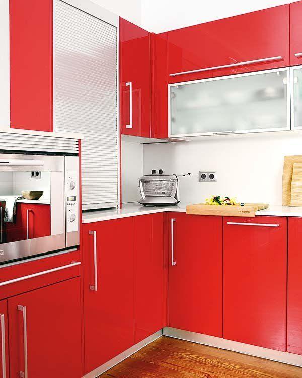 Una cocina rectangular con pen nsula cocina pinterest cocinas cocinas rectangulares y placas Cocinas rectangulares
