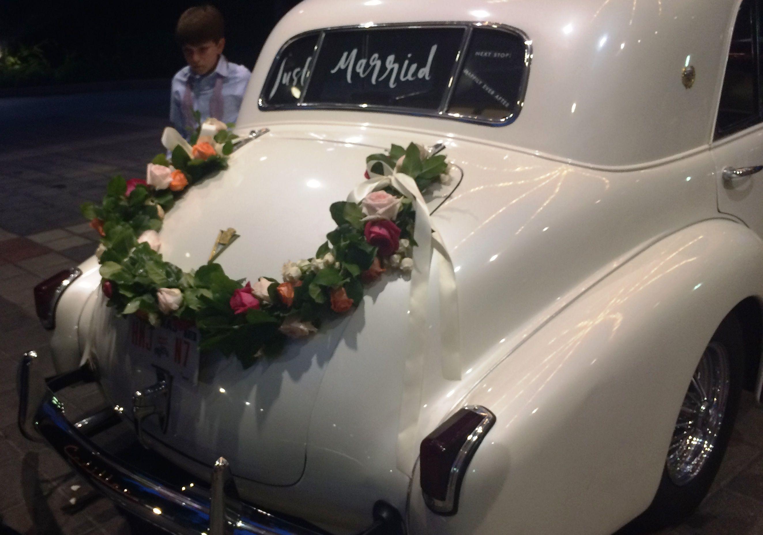 Decoration idea for Grand Exit Send Off. Old vintage car wedding ...