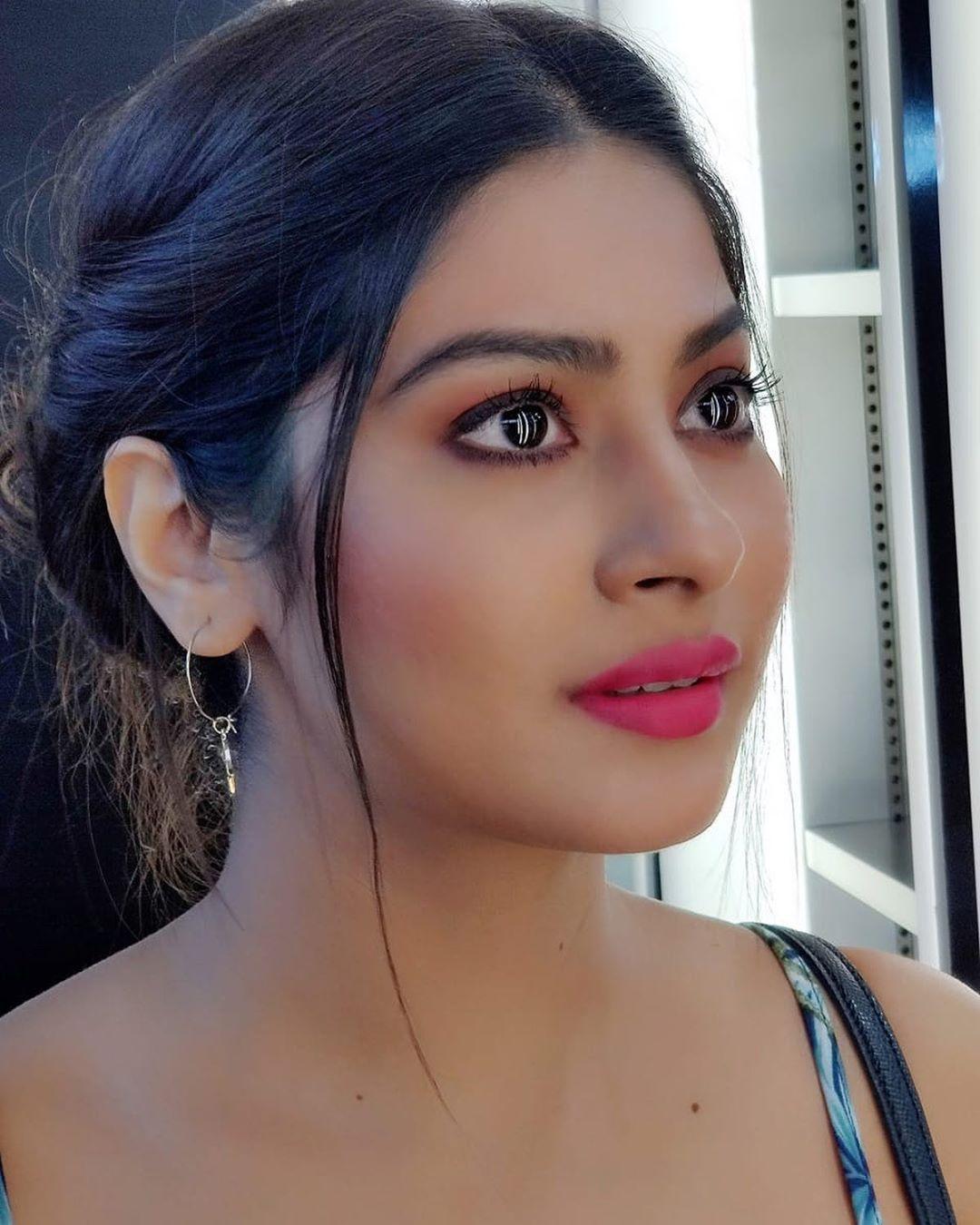 Goruntunun Olasi Icerigi Bir Veya Daha Fazla Kisi Selfie Ve Yakin Cekim Beauty Hair Color For Black Hair India Beauty