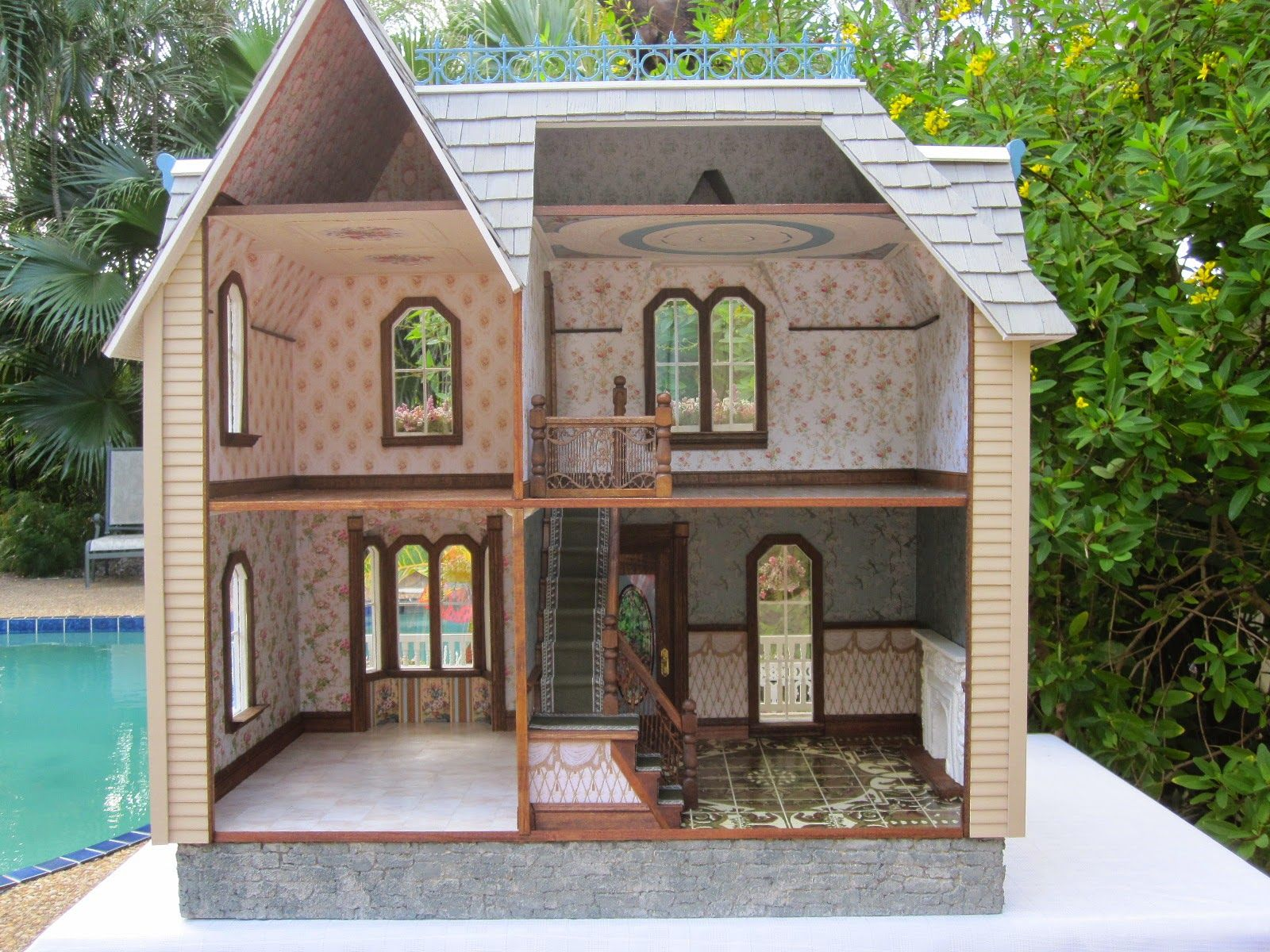 Dollhouses by Robin Carey: The Darling House Victorian Dollhouse #victoriandollhouse