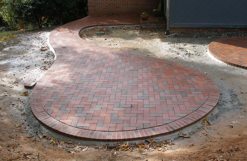 Merveilleux Circular Patio With Pine Hall Brick Pavers Like The Shape But NOT The  Bricks. Need A Mowing Edge.