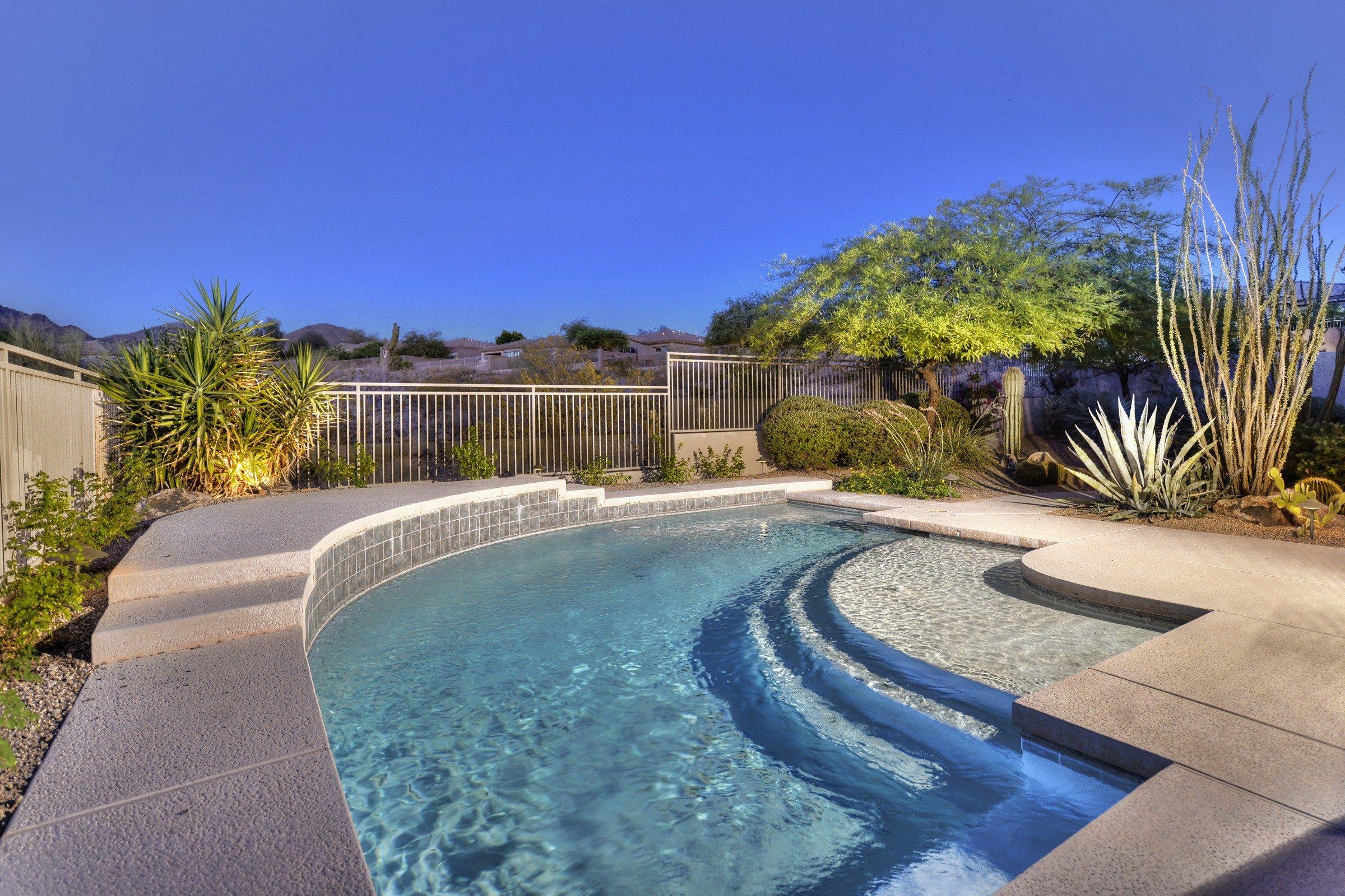 Beautiful C Shaped Pool Overlooking Desert Mountains Scottsdale Arizona Amazing Swimming Pools Cool Pools Desert Landscaping