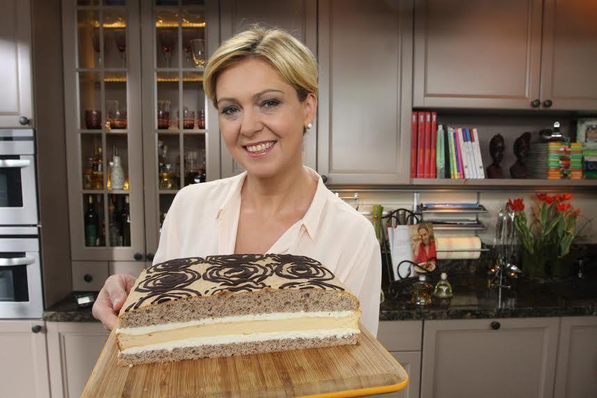 Sernik Orzechowy Klasyka W Nowym Wydaniu Recipe Layer Cake Food And Drink Desserts