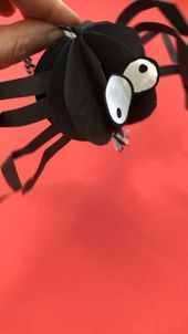 Paper Spider Craft - How to Make Paper a 3D Spider - Red Ted Art - #craft #paper #spider #spinnennetzbasteln Paper Spider Craft - How to Make Paper a 3D Spider - Red Ted Art - #craft #paper #spider #spinnennetzbasteln