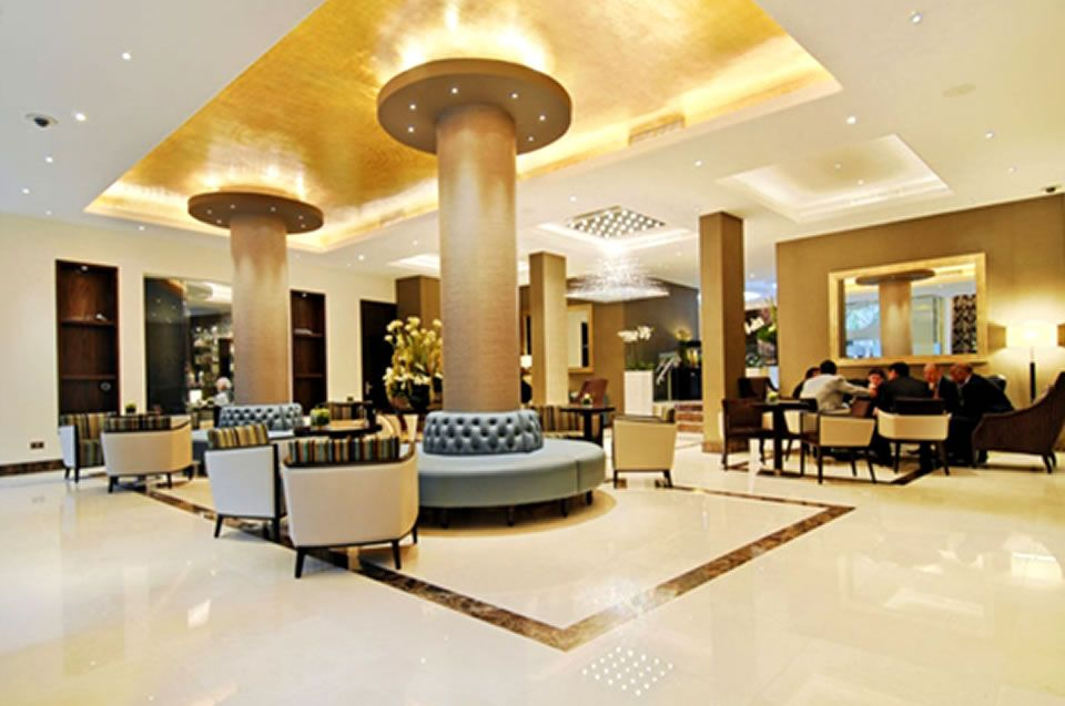 Contemporary hotel lobby chic and contemporary boutique for Boutique hotel design