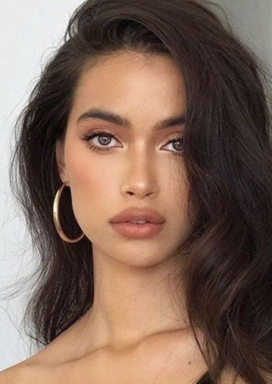 10 Minimal Makeup Looks That Take 10 Minutes Or Le