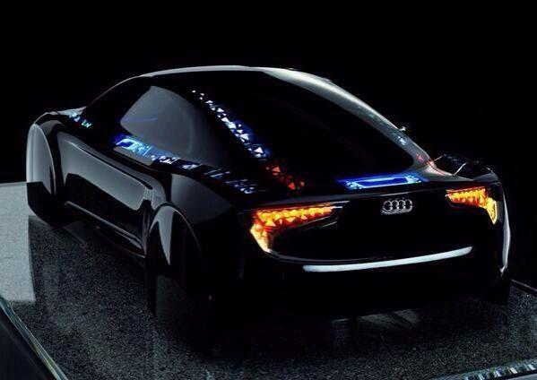 """Proyecto """"Visiones"""" de Audi trae los OLEDs que conocemos y amamos a la parte exterior de la no tan humilde automóvil. Como algo fuera de Tron, la matriz de fantasía de luz en el concepto que vemos aquí alude a cómo la iluminación externa en los coches podría parecer en un futuro próximo. link video: https://www.youtube.com/watch?v=JSYpQu2IQfI"""