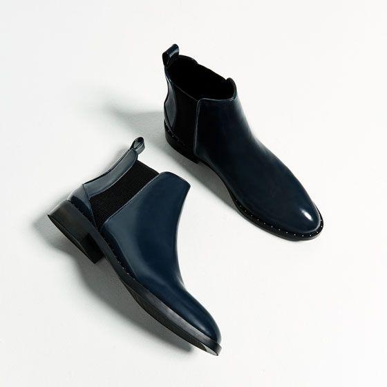 Bild 1 von FLACHE STIEFELETTE MIT NIETEN von Zara   Shoes ... d3e82f2910