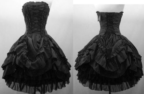 beautiful! looks like an older style dress so it would fit the Masquerade Ball perfect!