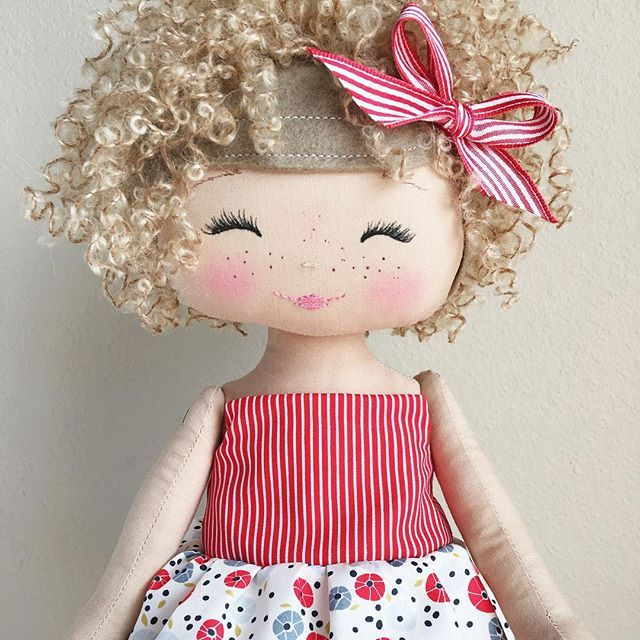 Because curls AND freckles!! ❤️ #spuncandydolls #fabricdoll #handmadedoll #keepsakedoll #availablesoon #comingsoon #curlyhair #socute #thecharlestoncollection#artgalleryfabrics