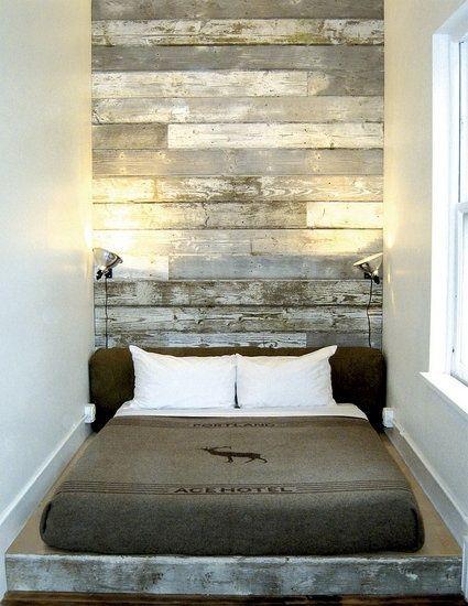 un mur en planches de bois recycl id es pour la maison bedroom wood headboard et home. Black Bedroom Furniture Sets. Home Design Ideas