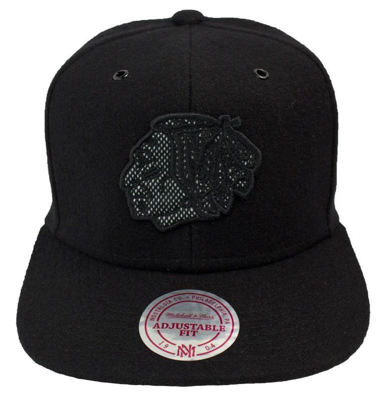 MITCHELL & NESS SNAPBACK REWORKED CHICAGO BLACKHAWKS #nhl #cap #caps #icehockey  #blackhawks #eishockey http://www.rudestylz.de/mitchell-reworked-chicago,i1.htm