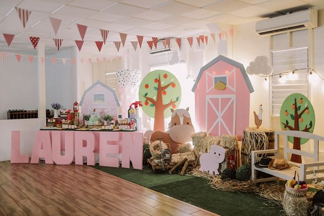 Lauren S Pretty In Pink Barnyard Themed Party 1st Birthday Barnyard Party Animal Birthday Party Farm Animals Birthday Party