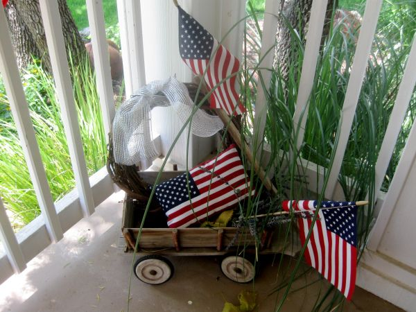 Adorable wagon-and-flag #patriotic #porch decorations at Twelve Oaks Manor.
