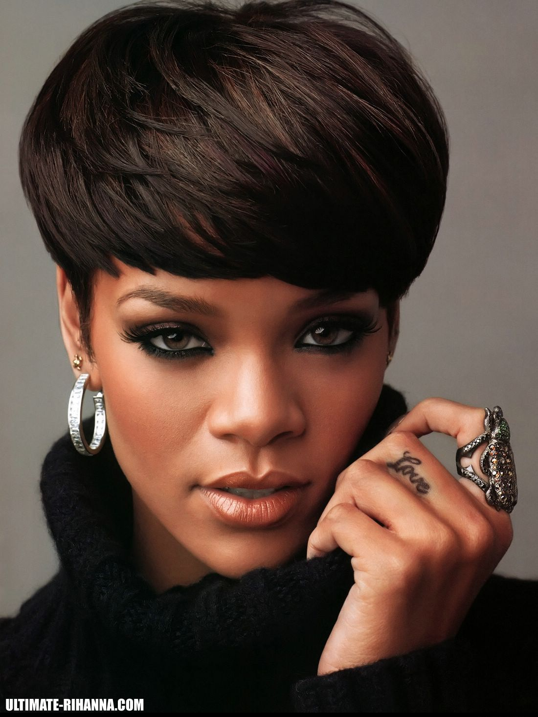Fashion style Short rihanna hair cut for woman
