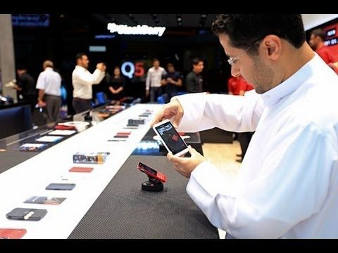 Tour Of The New BlackBerry Store Dubai