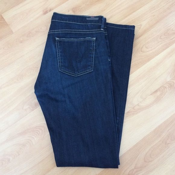 Citizens of Humanity - Ava - size 29 Citizens of Humanity Ava - low rise straight leg - pretty clean wash, very slight whiskering. These were professionally hemmed, see close up of thread detail. 30 inseam - 98% cotton / 2% elastan Citizens of Humanity Jeans Straight Leg