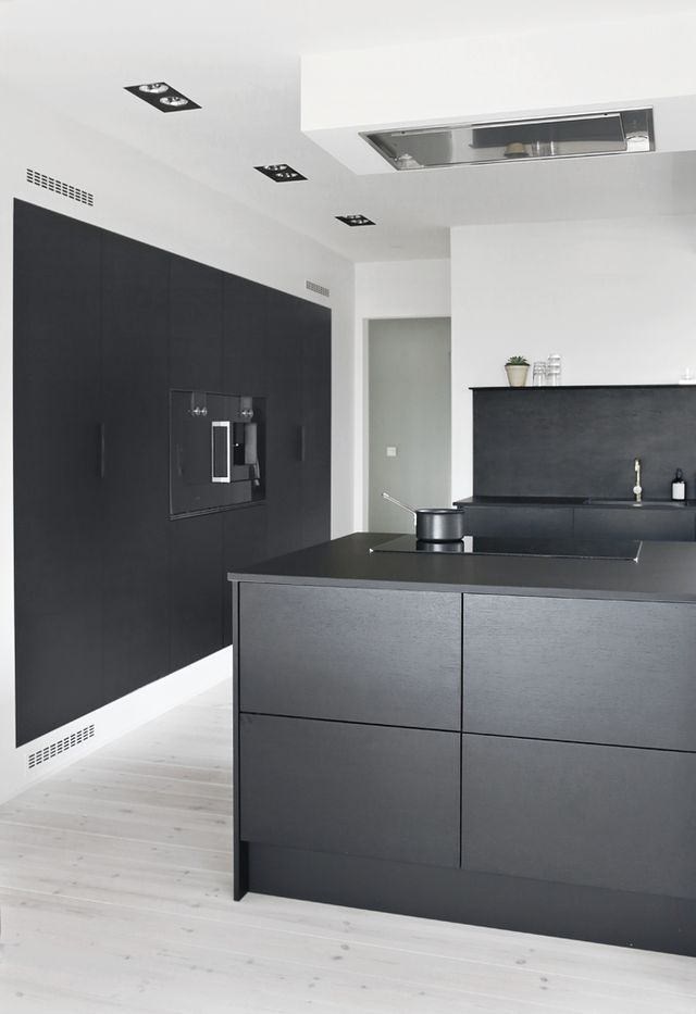 pin von sanna auf kitchen pinterest moderne k che offene k che und k che schwarz. Black Bedroom Furniture Sets. Home Design Ideas
