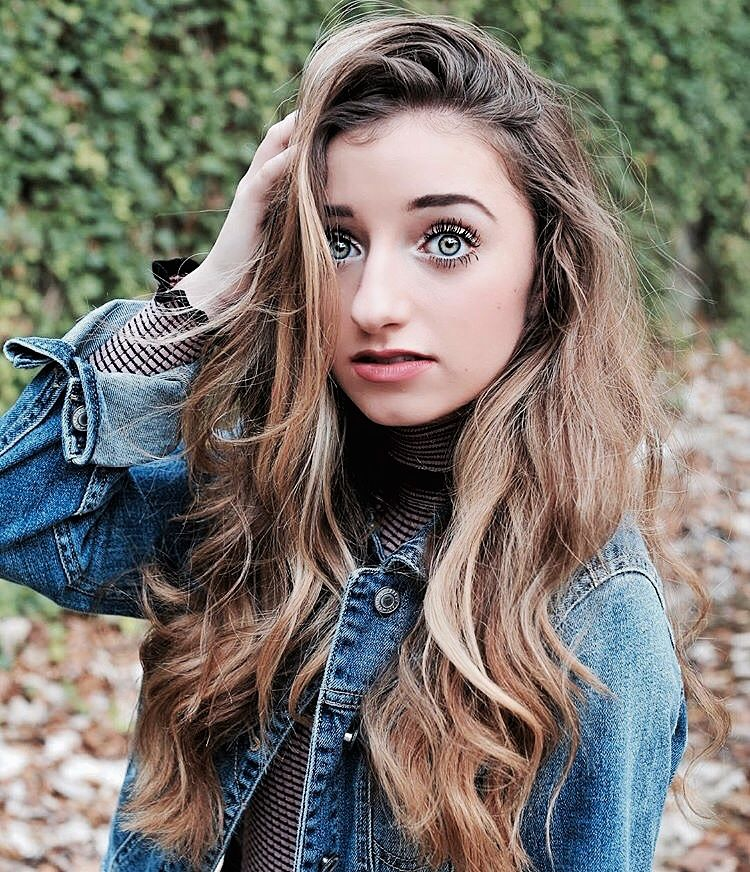 The 21-year old daughter of father (?) and mother(?) Brooklyn McKnight in 2021 photo. Brooklyn McKnight earned a  million dollar salary - leaving the net worth at  million in 2021
