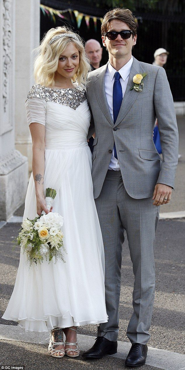 Holly Willoughby Attends Fearne Cotton S Wedding In Short Cream Dress Dailymail