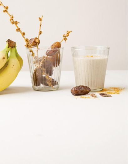 Milk-shake banane, dattes, curcuma