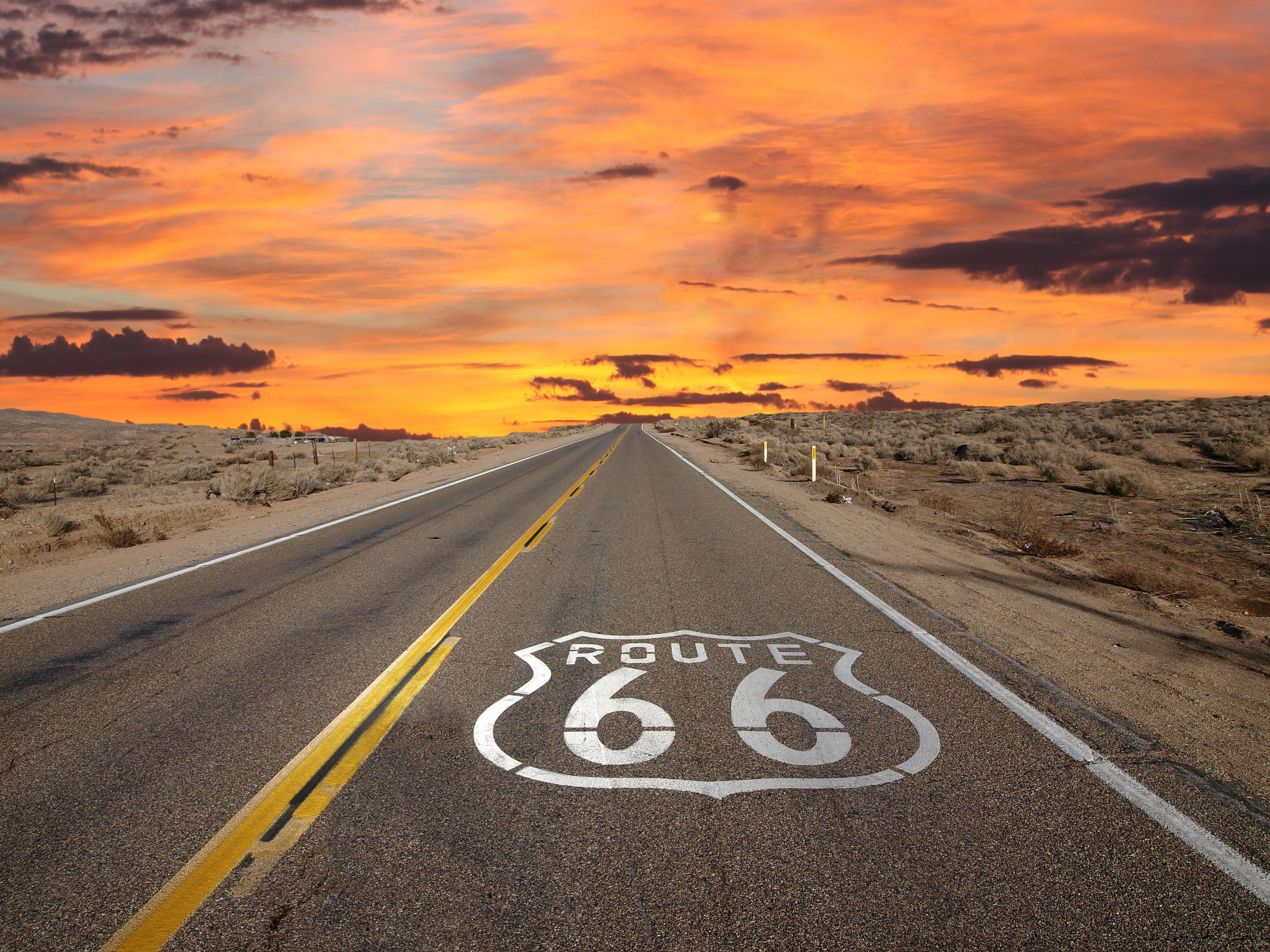 La Us Route  A été Créée En  Et Cest Lautoroute La Plus - Road trip route 66 usa