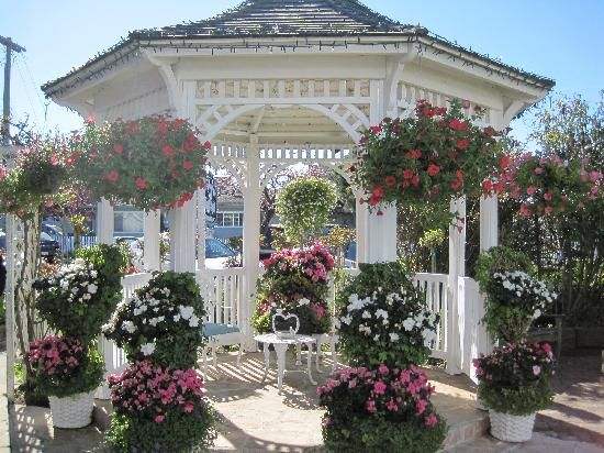 Beautiful garden gazebo all things pretty Pinterest Gardens